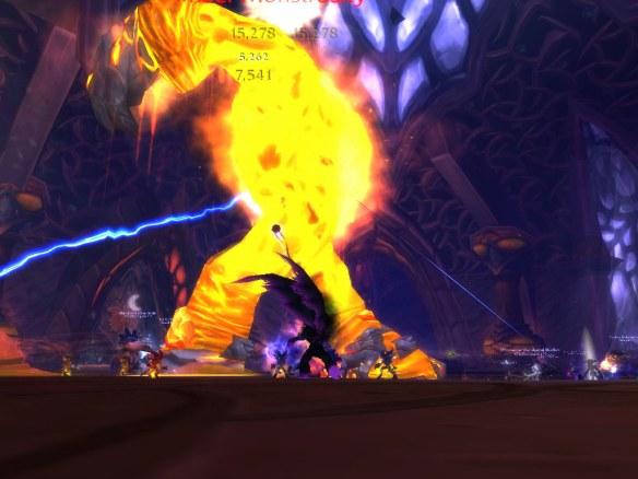 Battling Amber-Shaper Un'sok in the Heart of Fear raid