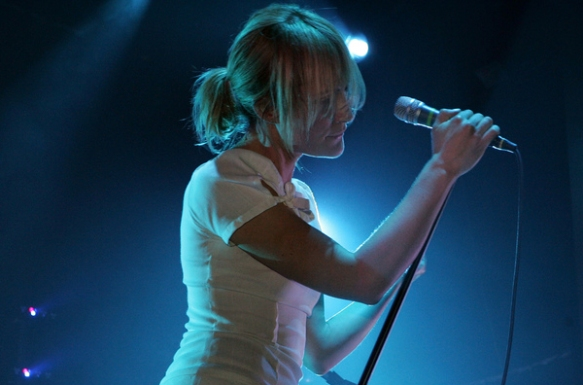 Emi9ly Haines, leader singer of Metric