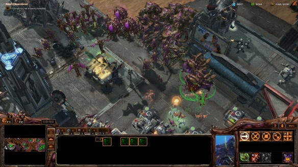 The Zerg invade Augustgrad in the StarCraft: Mass Recall mod